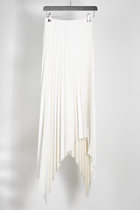 QUON VEGAN LEATHER PLEATED SKIRT WHITE